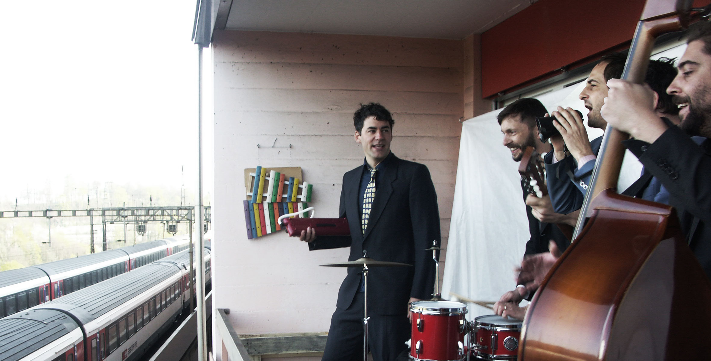 Captain Frank (Band) on the Balcony (2014).jpg